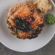 Рис, запеченный с лососем и угрем Фото