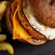 Бургер с рубленной бараниной, чеддером Фото
