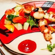 Куриный шашлычок со свежими овощами Фото