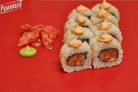 Острый ролл с лососем и огурцом - Фото
