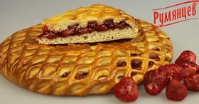 Сладкий пирог с клубникой - Фото