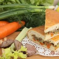 Пирог с куриной печенью и овощами Фото