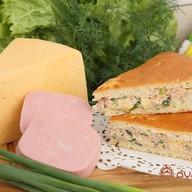 Пирог с ветчиной, сыром и зеленью Фото