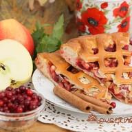 Пирог с яблоком, брусникой, миндалем Фото