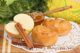 Пирожок с яблоком и корицей - Фото