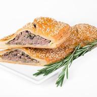 Штрудель с мясом и грибами Фото