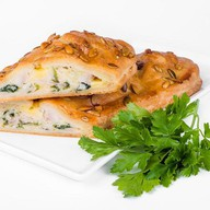 Штрудель с куриным филе и сыром Фото