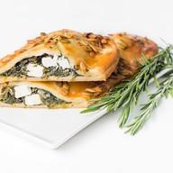 Штрудель со шпинатом и сыром фета Фото