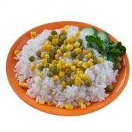 Рис с кукурузой и зеленым горошком Фото