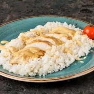Куриная грудка в сырном соусе с рисом Фото