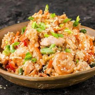 Wok рис с морепродуктами и яйцом Фото