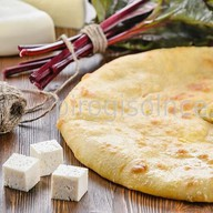 Пирог с сыром и листьями свеклы Фото