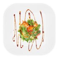 Салат с теплым лососем Фото