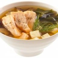 Суп с лососем и тофу Фото