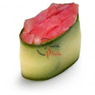 Каппа суши тунец в спайси соусе Фото