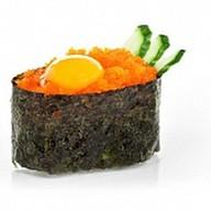 Суши масаго с перепелиным яйцом Фото