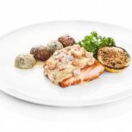 Запеченное филе лосося с креветками Фото