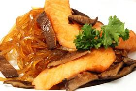 Лапша рисовая с грибами шиитаке,лососем - Фото