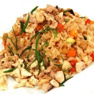 Рис с овощами, курицей и яйцом Фото