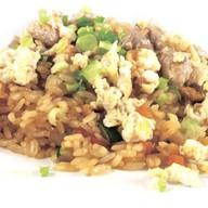 Рис с овощами, свининой и яйцом Фото