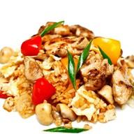Рис с овощами, говядиной и яйцом Фото