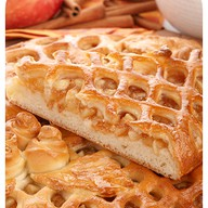 Сладкий пирог с яблоком и корицей Фото