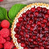 Миндально-малиновый тарт Фото