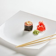 Спайси гункан с копченым лососем Фото