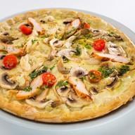 Пицца с курицей и вешенками Фото