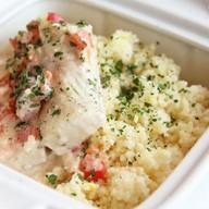 Рыба в соусе с овощами и кус-кус Ланч Фото