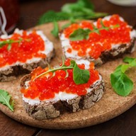 Бутерброды с икрой Фото