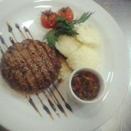 Бифштекс из говядины с пюре Фото