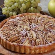 Яблочный пирог с грецкими орехами Фото