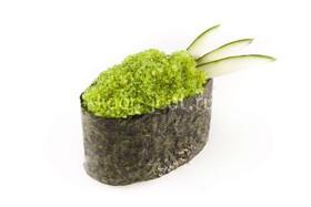 Суши с зеленой тобико - Фото