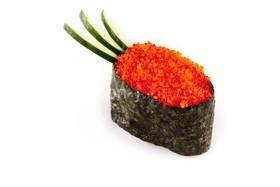 Суши с красной тобико - Фото