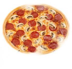 Пицца с салями и грибами - Фото