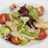 Салат овощной с ореховым соусом Фото