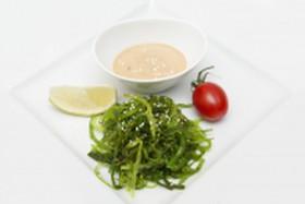 Салат Чука с ореховым соусом - Фото