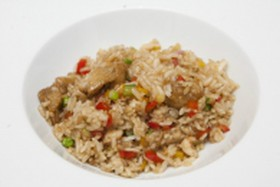 Жареный рис с овощами и креветкам - Фото
