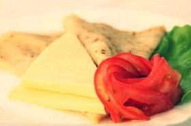 Блин с сыром и помидором - Фото