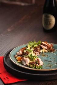 Салат с ростбифом и печеным картофелем - Фото