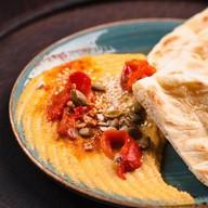 Хумус с лепешкой Фото