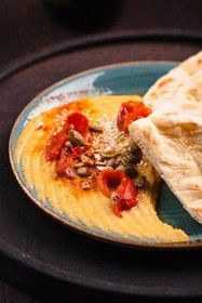 Хумус с лепешкой - Фото