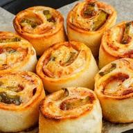 Пицца-роллы бекон халапеньо Фото