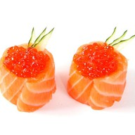 Суши с лососевой икрой Фото