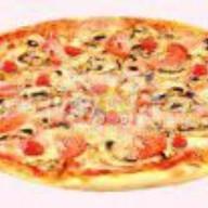 Пицца с шампиньонами и ветчиной Фото