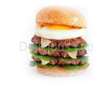 Тройной Бургер с говядиной и яйцо Фото