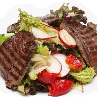 Салат с говядиной гриль Фото