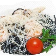 Черные спагетти с морепродуктами Фото