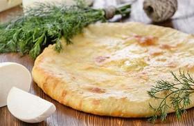Осетинский с лососем и рисом - Фото